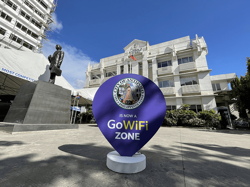 Globe powers up Antipolo with FREE WiFi connectivity, text blast service