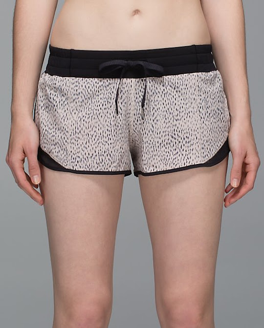 lululemon-hotty-hot-short dottie