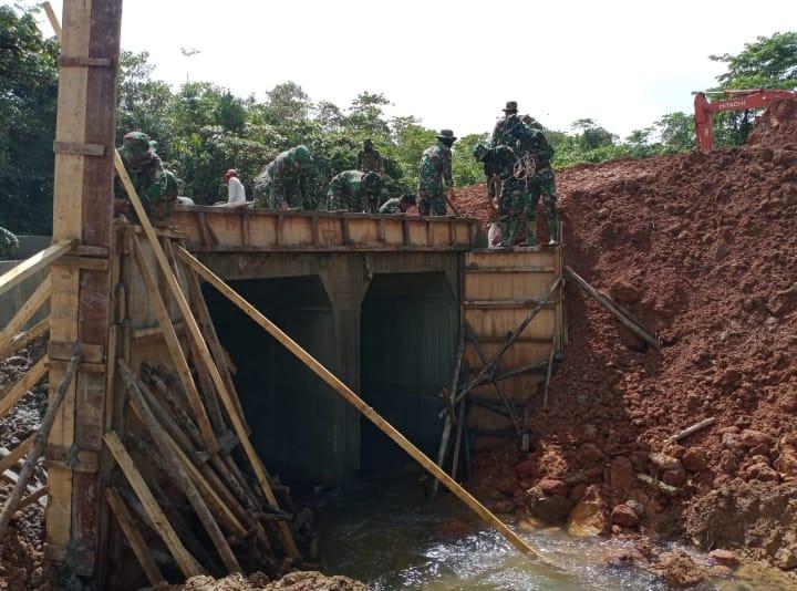 Progres Pekerjaan Jembatan (Box Culvert) Di Minggu Ke Empat TMMD Ke-108 Capai 67% Di Desa Lango
