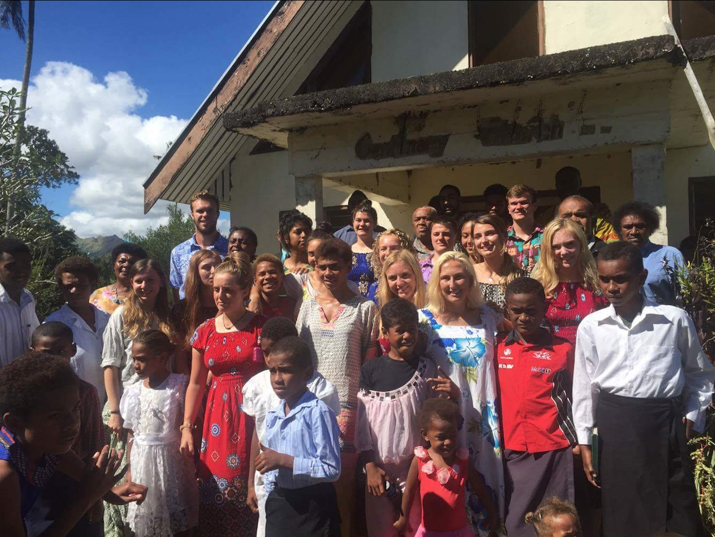 The volunteers with their Fijian families