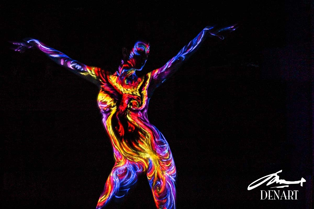 03-Burning-Phoenix-Danny-Setiawan-Denart-Studio-Body-Painting-with-a-UV-Paint-and-a-Black-Light-www-designstack-co