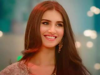 Tara Sutaria smile