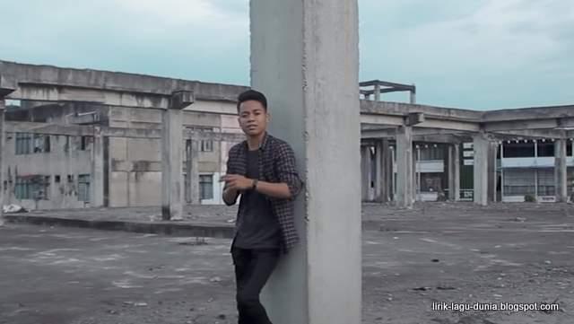 Lirik Lagu Pembatas Cinta - Arief