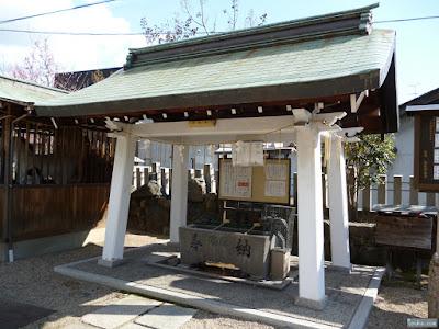 東成区の八阪神社手水舎