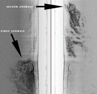 Imagen real del sonar con las dos anomalías en el fondo del Mar Báltico