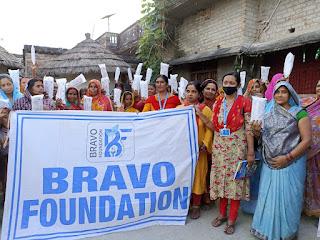 महिलाओं के स्वस्थ, स्वच्छ और सशक्त बनाने के लिए ब्रावो फाउंडेशन ने शुरू किया अभियान, गांव-गांव में बांट रहे ...