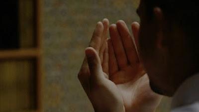 Bacaan Doa Qunut Witir Saat Ramadan Lengkap dengan Manfaatnya