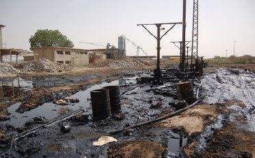 Gambar Pencemaran tanah oleh limbah industri pestisida Sumber: tubagus-indra.blogspot.com
