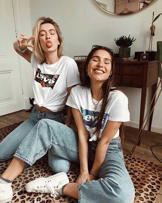 fotos de hermanas sentadas