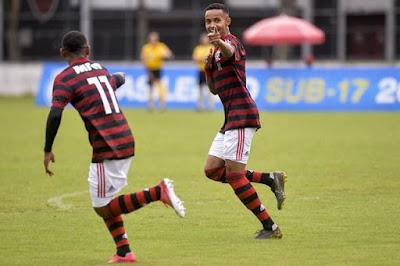 Dirigente do Flamengo confirma interesse do PSG em Lázaro