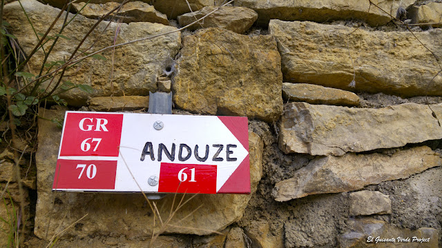 Sendero hacia Anduze, Mialet - Francia, por El Guisante Verde Project