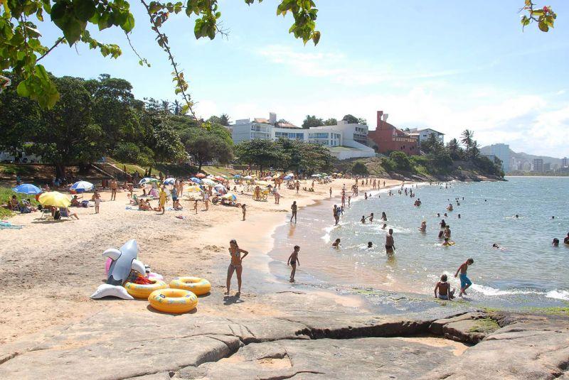 Vista de uma das praias da Ilha do Boi. Ela possui duas praias, a da esquerda e a da direita.