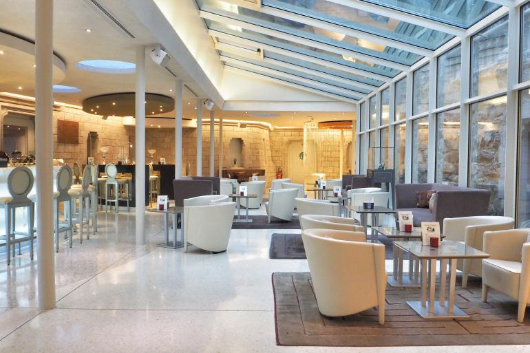 Bar et salon à l'hôtel du château d'Ouchy à Lausanne en Suisse