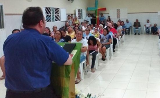 Padre Fabrício anuncia sua saída da Paróquia de São Mamede