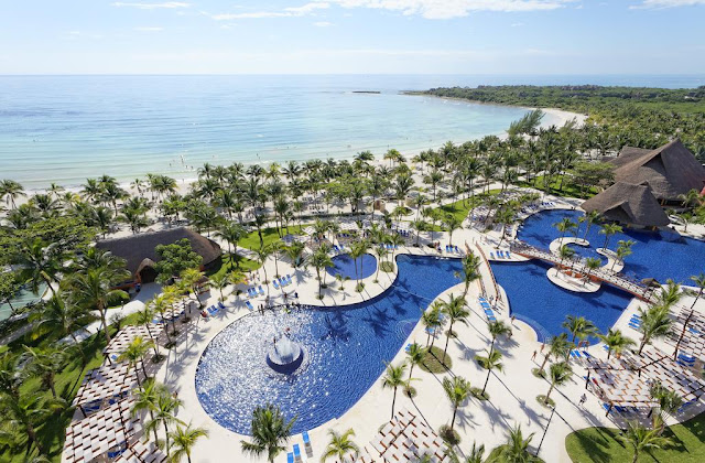 The Barceló Maya Beach hotel lies on one of the most beautiful beaches in the Mexican Caribbean which spans over 2 km in the heart of the Riviera Maya.