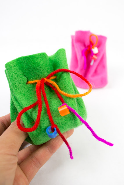 No sew felt drawstring bag- such a fun kids craft for holding small collections, coins, or even tooth fairy teeth!