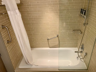 Bathtub, Premium Twin Room