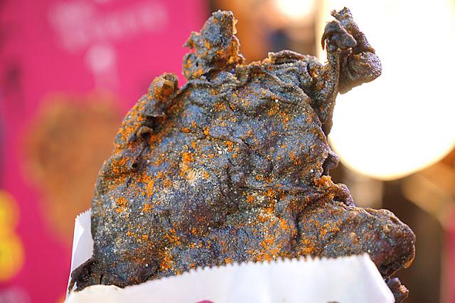 DSC05960 - 逢甲墨魚雞排│黑壓壓的一片這是雞排炸焦了嗎?噢不,這其實是墨魚口味拉(已歇業