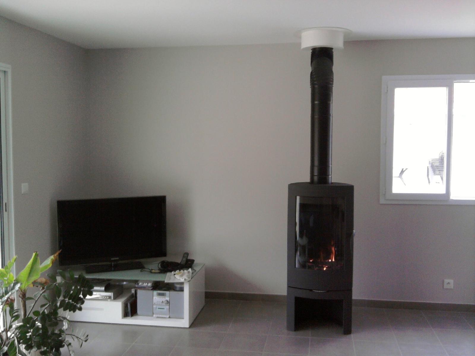 construction maison poele a bois. Black Bedroom Furniture Sets. Home Design Ideas