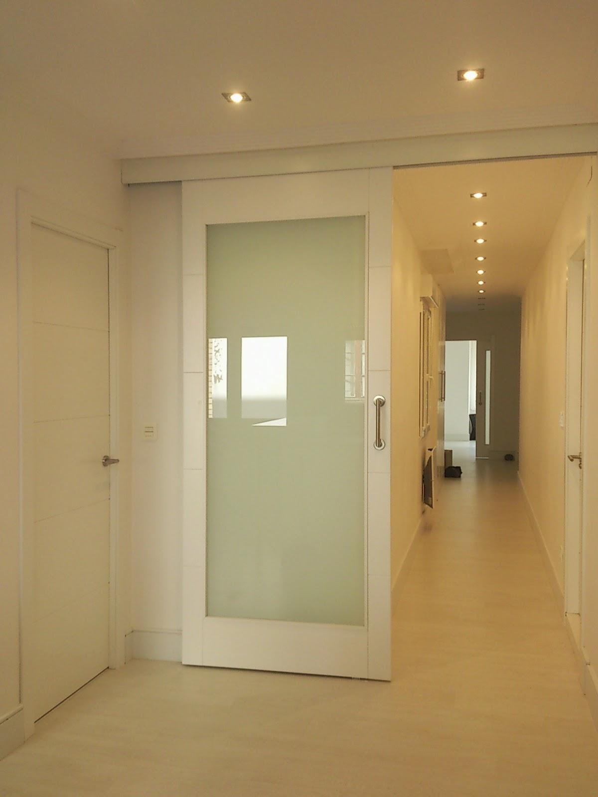 corredera ,blanca,puerta