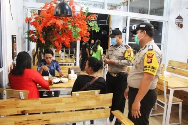 Polisi merasa berhak memidanakan orang yang tiga kali mengabaikan imbauan untuk membubarkan diri dari kerumunan di tempat umum selama pandemi Covid-19.