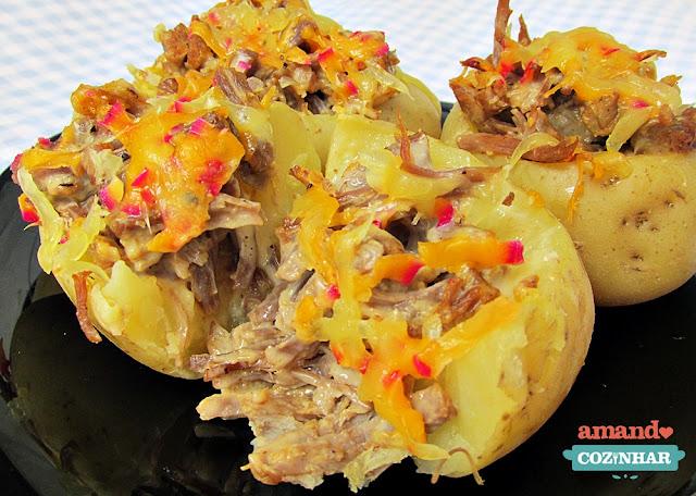 batatas recheadas com queijo e carne