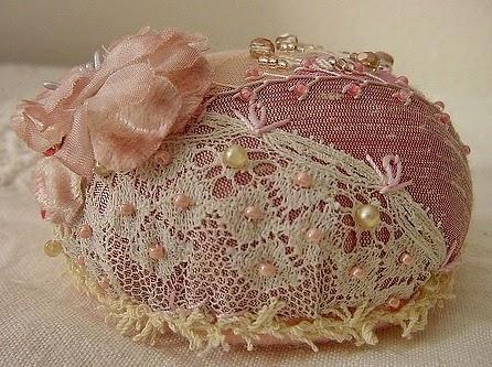 igielnik z koronka haftowany