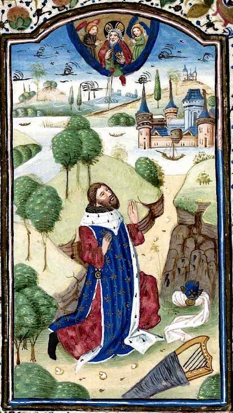 Miniatura medieval apresenta David em oração, com túnica púrpura e manto 'bleu des rois'. University of California - Berkeley
