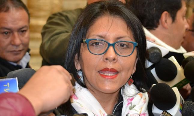 Gobierno denuncia a exministra López y a 22 personas por corrupción