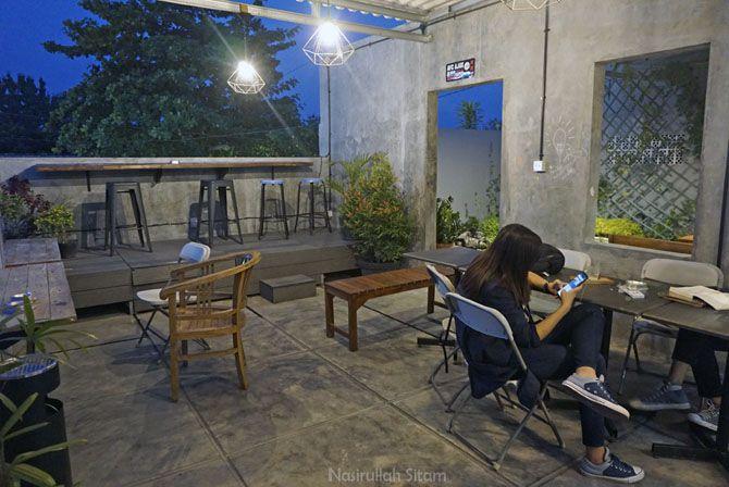 Ruangan outdoor di lantai dua Silamo Crative Hub
