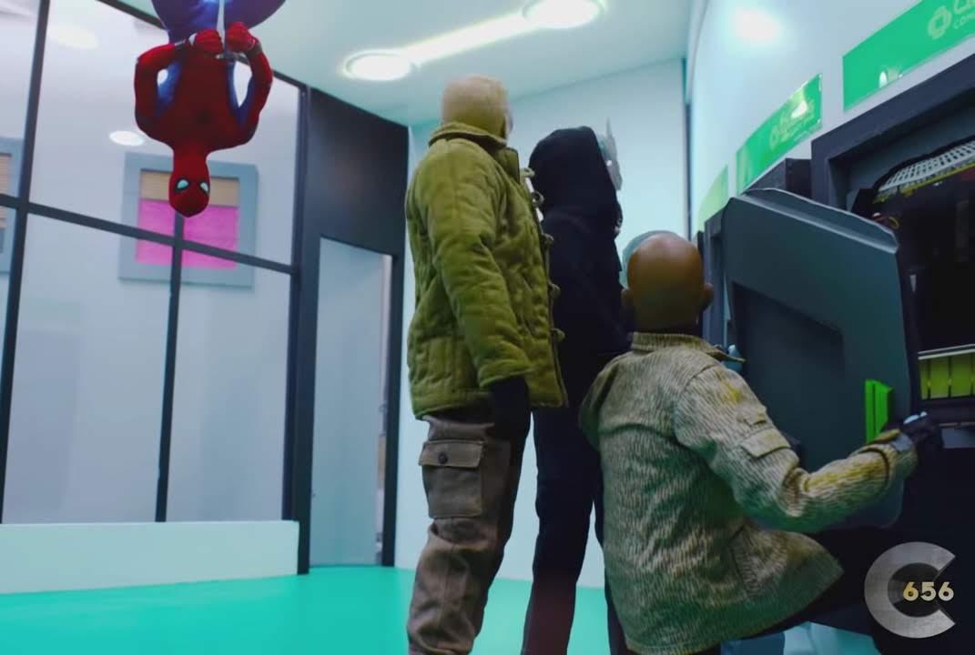 Spider-Man Homecoming Bank Robbery scene by Counter656 : トム・ホランド主演の「スパイダーマン」シリーズの第1弾「ホームカミング」の銀行強盗との対決シーンを再現したストップモーション・アニメのショート・フィルム ! !