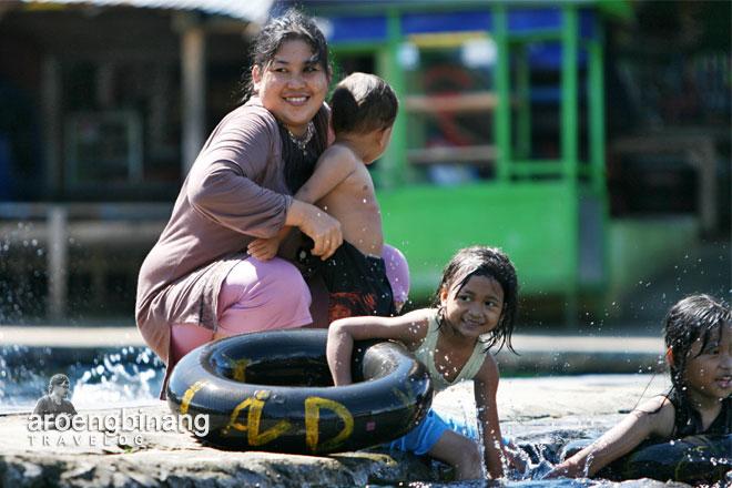 ibu muda pemandian cikoromoy pandeglang banten