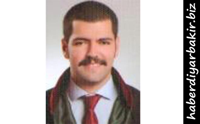 DİYARBAKIR- Diyarbakır'ın Kayapınar ilçesinde alkol tüketilen bir mekânda iki grup arasında silahlı kavga çıktı. Çıkan kavgada avukat olduğu öğrenilen Armanç Arkaş (28), hayatını kaybetti.