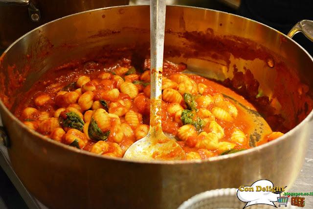gnocchi in tomato sauce