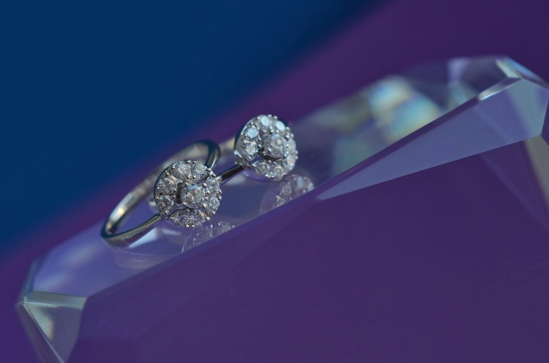 Difference between cubic zirconia and precious gemstones
