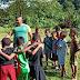 Ajak Hidup Sehat, Personel Satgas Yonif 754 Ajak Anak-Anak Bermain dan Olahraga