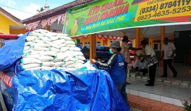 Penyaluran bantuan beras