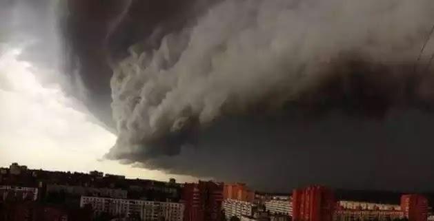 Χάος στη Μόσχα από την «καταιγίδα του αιώνα» -Βροχές και χαλάζι (vid)