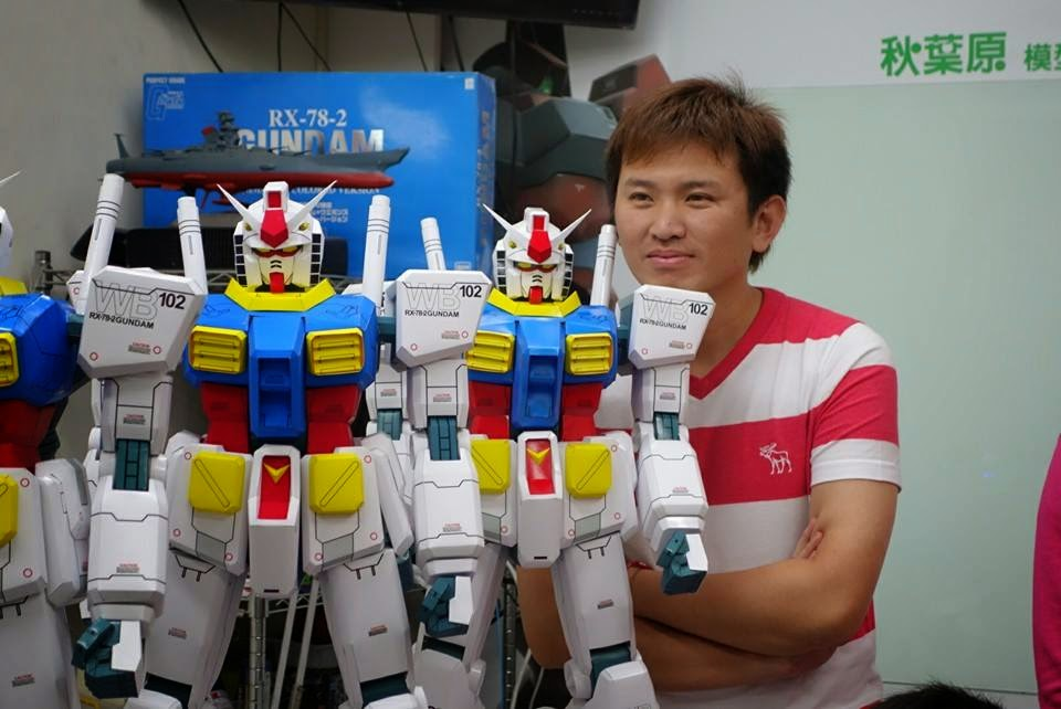Taylor Chen papercraft gundam and Zaku 1/20