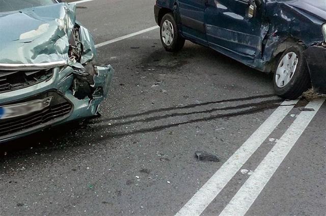 Με στόχο τη διαρκή ενημέρωση και ευαισθητοποίηση των πολιτών στα ζητήματα οδικής ασφάλειας δημοσιοποιούνται συγκεντρωτικά-συγκριτικά στοιχεία που αφορούν τροχαία ατυχήματα και παραβάσεις για τον Ιανουάριο 2021, σε σχέση με την αντίστοιχη περσινή περίοδο.