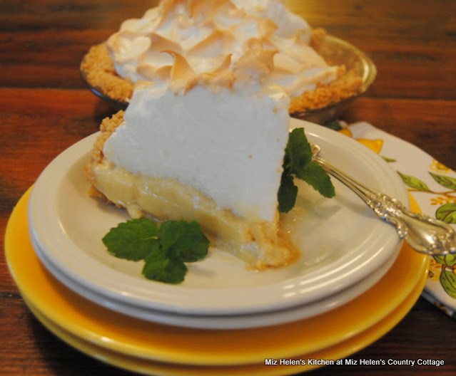Retro Lemon Ice Box Pie With Nilla Wafer Crust at Miz Helen's Country Cottage