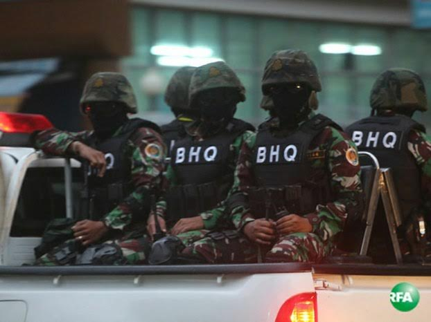 Masked Troops Patrol Area around Cambodia National Rescue Party Headquarters Troops wearing masks on patrol near Cambodia National Rescue Party Headquarters, Aug. 31, 2016. RFA/Brach Chev