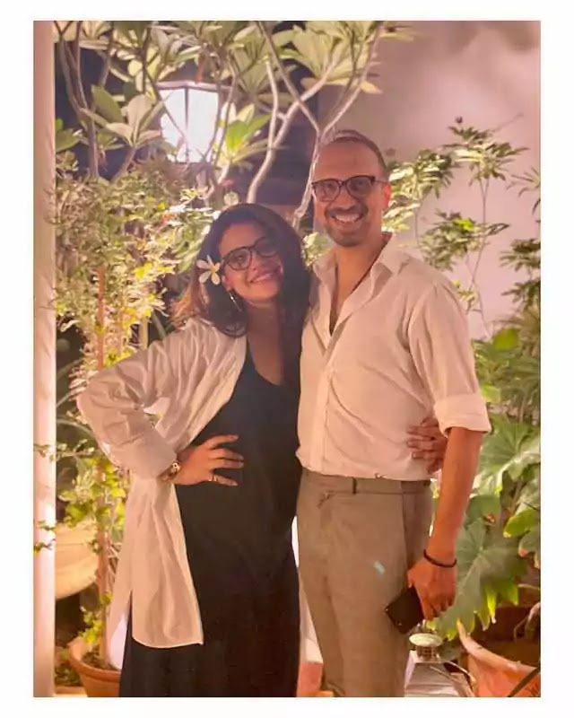Beautiful Pictures of Asad Siddiqui Wife Zara Noor Abbas Expecting Their First Baby