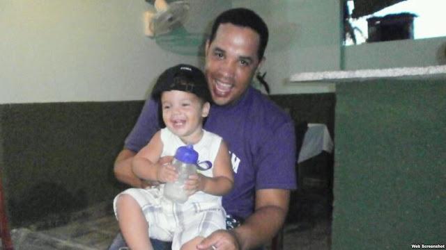José Abreu con su hijo Dariel, en Cuba. Foto tomada de su Facebook.