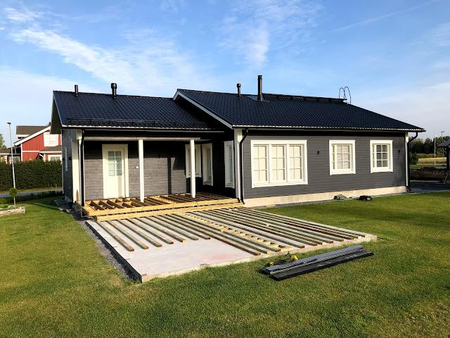 terassin rakentaminen, terassi, terassi perustukset, terassirunko, patiokauppa, betonilaatta, runko, runkopuu, koolausväli, naulatulppa, terassiprojekti