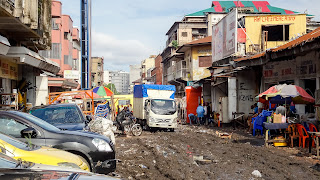 The city center of Kinshasa is full of mudd
