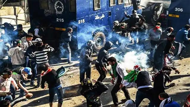 """الجزائر: مواجهات عنيفة واعتقالات بعد تصاعد حدة الاحتجاجات بـ""""القبايل"""""""