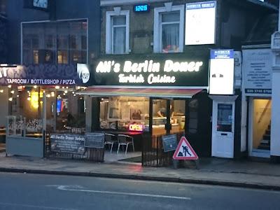 """""""Ali's Berlin Doner - Turkish Cuisine"""" Foto vom Döner-Imbiss direkt gelegen neben dem Bahnhof Ealing Broadway"""