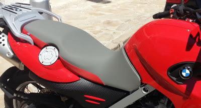 Tapizado asiento moto bmw f 650 gs con gris y rojo