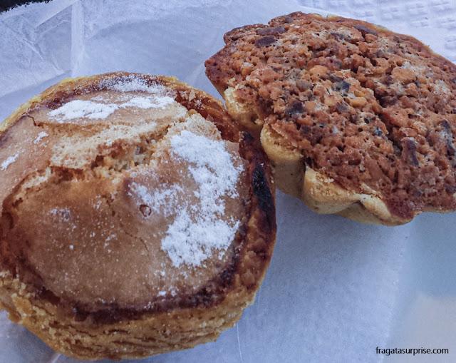 Queijada de Alcobaça e pastel de feijão, doces típicos de Portugal